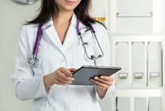 Female Doctor Holding Tablet PC Royalty Free Stock Photos