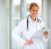 Female doctor holding a writing pad Royalty Free Stock Photography