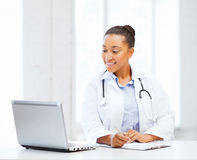 Female doctor with laptop pc Stock Photography