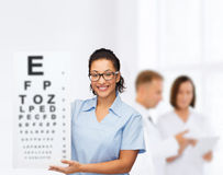 Female doctor or nurse with white blank board Royalty Free Stock Photography