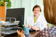 Female  doctor and patient discuss something Stock Photography