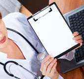 Female doctor showing blank clipboard Royalty Free Stock Photography