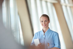 Female doctor with tablet computer Royalty Free Stock Photos
