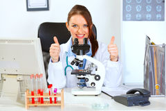 Female doctor using microscope in laboratory Royalty Free Stock Photography