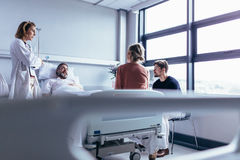 Female doctor visiting patient in hospital room Royalty Free Stock Photography