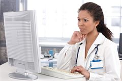 Female doctor working on computer Stock Photos
