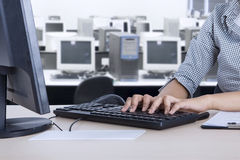 Female employee with computer in the office Royalty Free Stock Photos