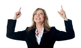 Female executive pointing upwards Royalty Free Stock Images