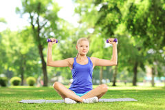 Female exercising with dumbbells Royalty Free Stock Photos
