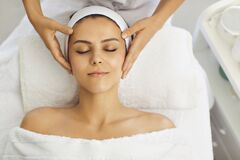 Free Female Face Massage In A Beauty Salon. Beautician Makes Facial Skin Treatment In A Beauty Clinic Royalty Free Stock Photography - 193956407