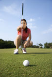 Female Golfer Concentrating Royalty Free Stock Images