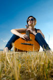 Female guitarist playing guitar Royalty Free Stock Photography