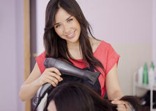 Female hairstylist working in a salon Royalty Free Stock Photography
