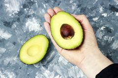 Free Female Hand Holds Avocado Close-up, Top View Royalty Free Stock Photos - 138612258