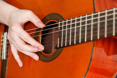 Female hand playing acoustic guitar Royalty Free Stock Photos