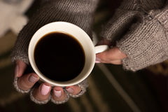 Female hands hold a coffee cup Royalty Free Stock Photos