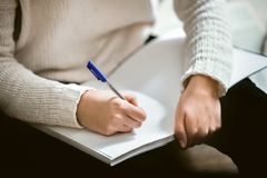 Female hands holding a pen and notebook Stock Photography