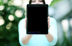 Female hands holding tablet computer Royalty Free Stock Photography