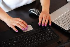 Female hands on keyboard Royalty Free Stock Photography