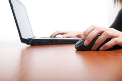 Female hands typing on a laptop Royalty Free Stock Photos
