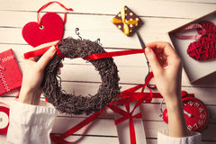 Female hands wrapping wreath Stock Photography