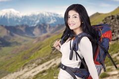Female hiker on the mountainside Royalty Free Stock Photos