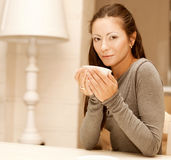 female holding a mug of coffee Royalty Free Stock Photography