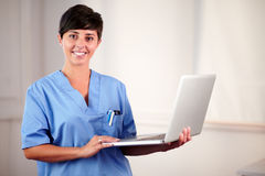 Female latin doctor working on her laptop Royalty Free Stock Photos