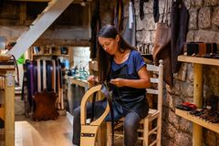 Free Female Leather Artisan Sewing A Hand-made Belt In A Traditional Workshop Stock Photo - 191790370