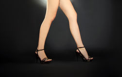 Female legs in black shoes in the dark Royalty Free Stock Images
