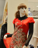 Female mannequin Dressed in red Chinese traditional clothing With phoenix pattern in a clothing store Stock Photos