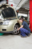 Female mechanic changing wheel Royalty Free Stock Photography
