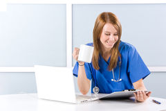 Female nurse at a desk Royalty Free Stock Photos