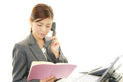 The female office worker using a phone Royalty Free Stock Photos