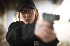 Female Officer aiming handgun Royalty Free Stock Photos