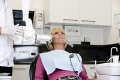 A female patient having an x-ray at the dentist Royalty Free Stock Photos