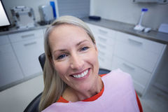 Female patient sitting on dentist chair Royalty Free Stock Photography