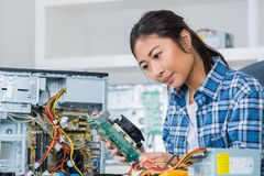 Free Female Pc Technician Posing Next To Disassembled Desktop Stock Images - 100878584