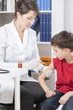 Female pediatrician doing injection Royalty Free Stock Photos