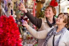 Female pensioners buying X-mas decorations Royalty Free Stock Photos