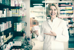 Female pharmacists working in modern farmacy Royalty Free Stock Photos
