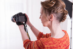 Female Photographer at work with camera Royalty Free Stock Photography