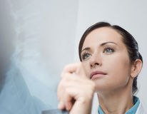 Female radiologist checking x-ray image Royalty Free Stock Photography