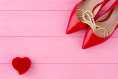 Female red high heels and pearl necklace. Royalty Free Stock Photos