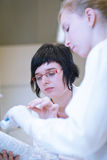 Female researchers in a chemistry lab Royalty Free Stock Photos