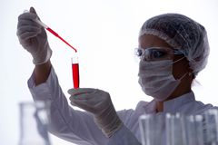 Female scientist researcher conducting an experiment in a labora Royalty Free Stock Images