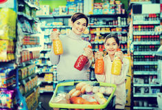 Female shopper with teenage daughter searching for beverages Stock Images