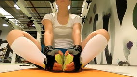 Female sportive doing stretching exercices stock video