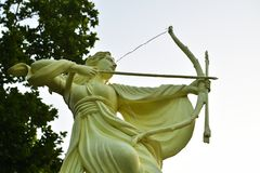 Free Female Statue Holding A Bow In A Park Of West Bengal Named Chrish Garden Royalty Free Stock Images - 164470029