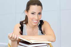 Female student reading a book Royalty Free Stock Photos